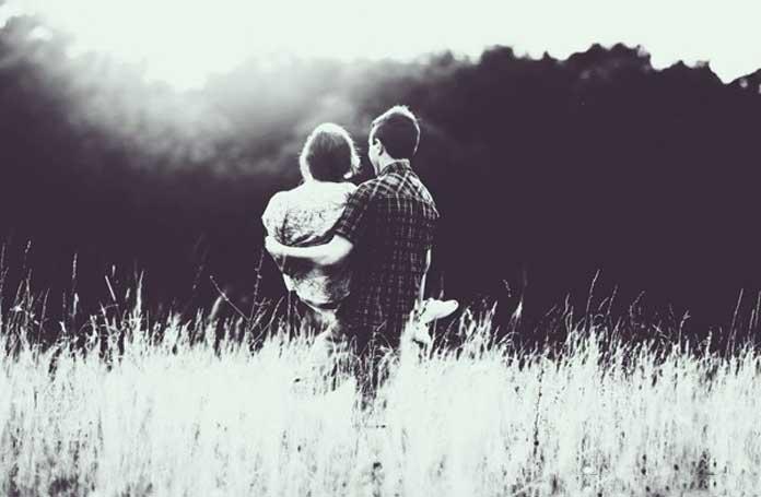 Những câu thơ hay về tình yêu